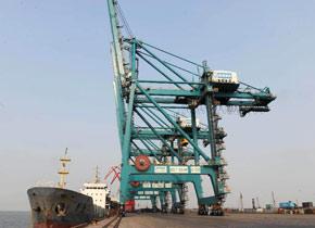 黄骅港靠泊国际船舶318船次